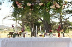 canberra-hippie-bride-green-bride-flower-power-centrepiece-lilygrace-tuli-king-photography