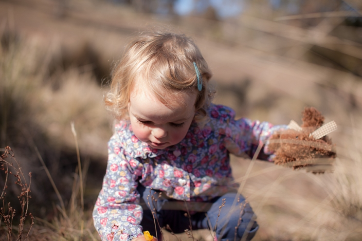 natural-child-in-grass