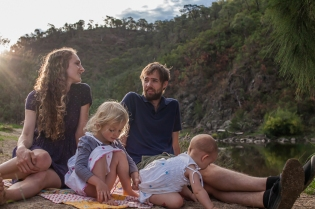natural-family-photo-river