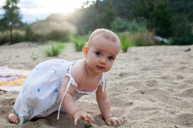 baby-crawling-in-sand